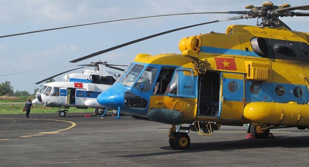 Trực thăng Trung đoàn 917 tham gia nhiệm vụ tìm kiếm cứu nạn tại sân bay Cà Mau.