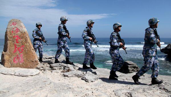 Những người lính tuần tra Hải quân Nhân dân Trung Quốc (PLA) tại đảo Phú Lâm thuộc quần đảo Hoàng Sa, ngày 29 tháng 1 năm 2016. - Sputnik Việt Nam