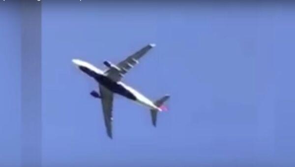 Máy bay chở 227 người hạ cánh khẩn vì động cơ cháy trên không - Sputnik Việt Nam
