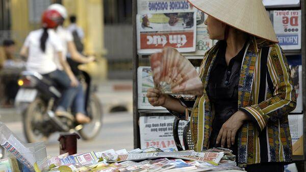 Продавец газет в Ханое  - Sputnik Việt Nam