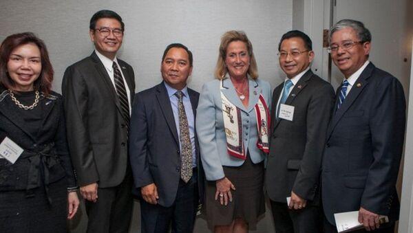 Các Đại sứ ASEAN gặp Hạ nghị sỹ Wagner và Castro. - Sputnik Việt Nam
