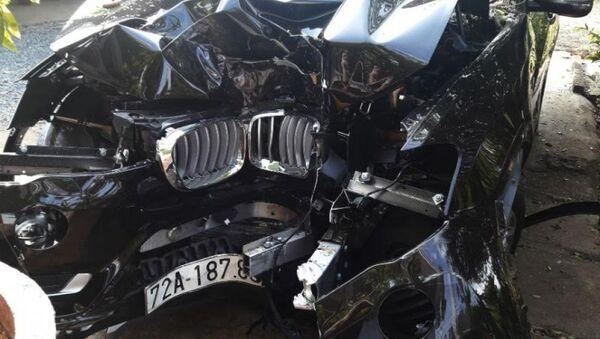 Ô tô bị tai nạn bẹp dúm - Sputnik Việt Nam
