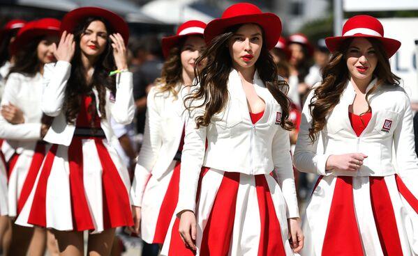 Sochi. Grid-girls trước khi bắt đầu vòng loại giải Grand Prix của Nga về môn đua xe Formula-1. - Sputnik Việt Nam