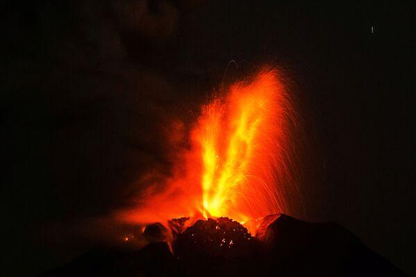 Indonesia. Núi lửa Sinabung phún xuất ở Sumatra. - Sputnik Việt Nam