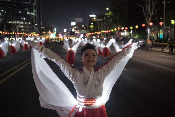 Seoul. Diễu hành ban đêm vinh danh ngày Phật đản. - Sputnik Việt Nam
