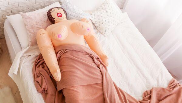 Надувная кукла на кровати - Sputnik Việt Nam