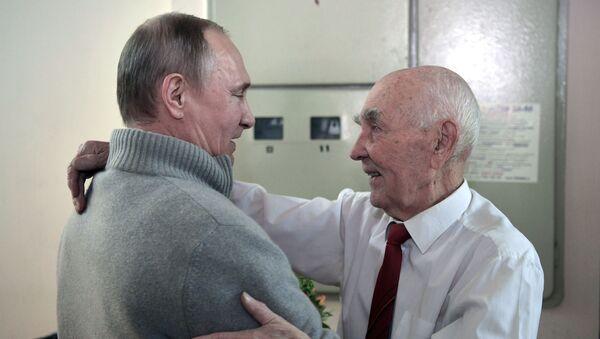 Tổng thống Putin đến thăm sếp cũ KGB, thời ông từng làm việc tại Dresden - Sputnik Việt Nam