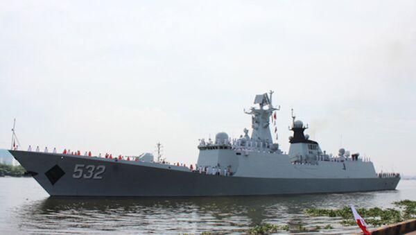 Tàu Hộ vệ tên lửa 532/Jing Zhou của Hải quân Trung Quốc đang được lai dắt cập cảng quốc tế Thành phố Hồ Chí Minh - Sputnik Việt Nam