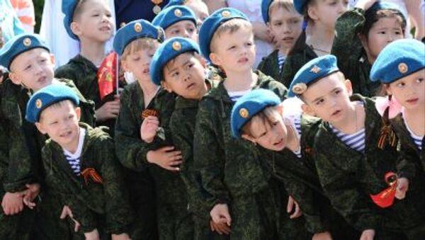 """Duyệt binh """"quân đội trẻ em"""" ở thành phố Rostov trên sông Đông - Sputnik Việt Nam"""