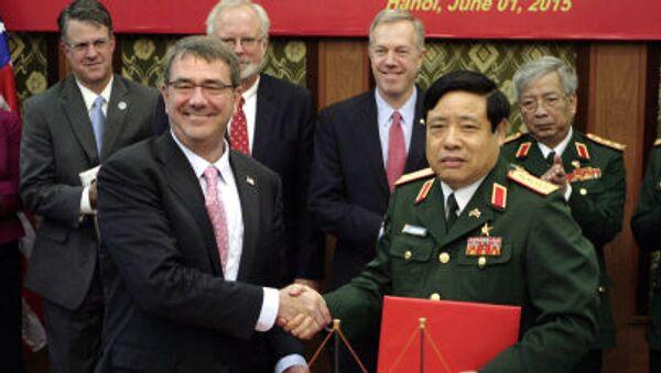 Bộ trưởng Quốc phòng Mỹ Ashton Carter và Phùng Quang Thanh - Sputnik Việt Nam