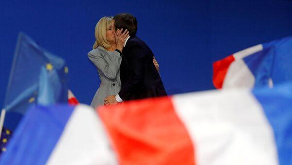 Emmanuel và Brigitte  Macron - Sputnik Việt Nam
