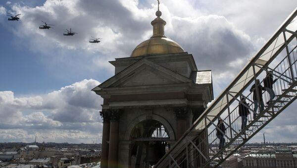 Các trực thăng tấn công Ka-52 Alligator trong lễ duyệt binh ở St Petersburg - Sputnik Việt Nam