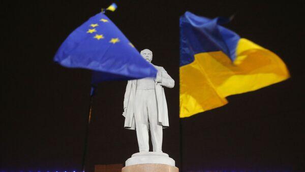cờ Ukraina và EU - Sputnik Việt Nam