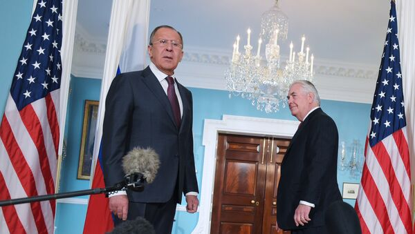 US Secretary of State Rex Tillerson (R) watches as Russian Foreign Minister Sergei Lavrov reacts to a reporter's question after posing for photos in the Treaty Room of the State Department in Washington, DC on May 10, 2017. - Sputnik Việt Nam