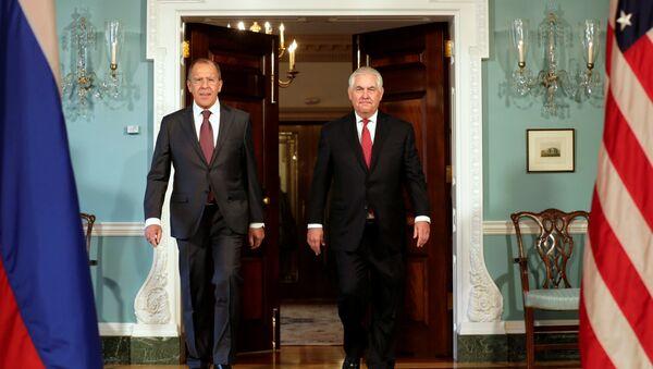 Bộ trưởng Ngoại giao Nga Sergey Lavrovđã hội đàm với người đứng đầu Bộ Ngoại giao Mỹ Rex Tillerson - Sputnik Việt Nam