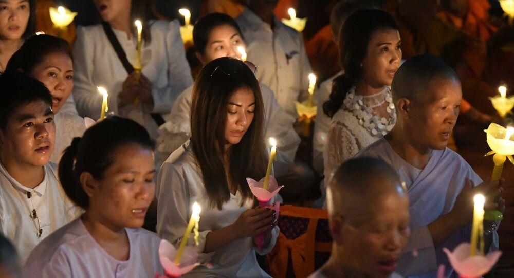 Tín đồ Phật giáo Thái Lan cầu nguyện tại đền Mahabodhi ở Ấn Độ trong ngày Phật Đản.