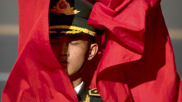 Đội Cảnh vệ với cờ nghi thức trong lễ đón Chủ tịch nước Việt Nam Trần Đại Quang  ở Trung Quốc - Sputnik Việt Nam