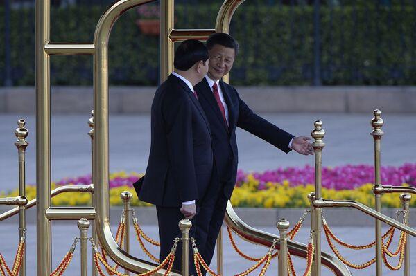 Chủ tịch Việt Nam Trần Đại Quang và lãnh đạo Trung Quốc Tập Cận Bình tại buổi lễ chào đón ở Bắc Kinh - Sputnik Việt Nam