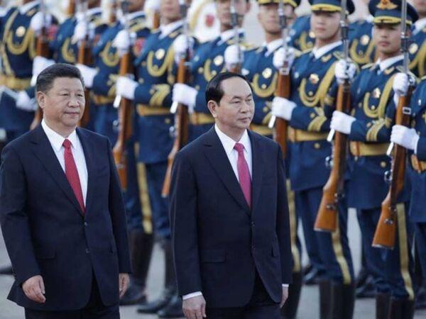 Chủ tịch nước Trần Đại Quang và Tổng Bí thư, Chủ tịch Trung Quốc Tập Cận Bình duyệt đội danh dự tại lễ đón chính thức - Sputnik Việt Nam
