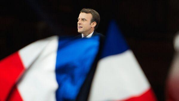 Paris. Tổng thống vừa đắc cử Emmanuel Macron phát biểu ở trước điện Louvre. - Sputnik Việt Nam