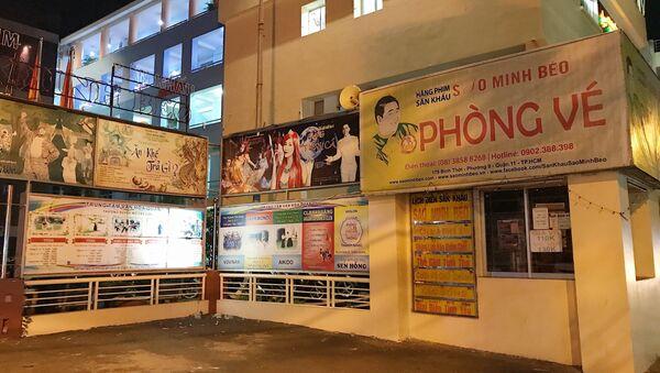 Phòng vé sân khấu Sao Minh Béo đóng cửa im lìm vào tối thứ 6. - Sputnik Việt Nam