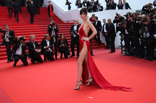 Người mẫu Bella Hadid tại Cannes lần thứ 69. 2016 - Sputnik Việt Nam