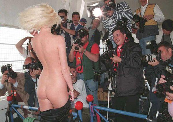 Nữ diễn viên Séc Olga Macova quyết định đánh bại tất cả những ai xuất hiện trước ống kính ở Cannes... bằng cách này! - Sputnik Việt Nam