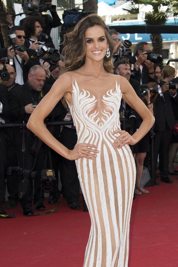 Người mẫu Izabel Goulart trên thảm đỏ Liên hoan phim thứ 68 tại Cannes. Năm 2015 - Sputnik Việt Nam