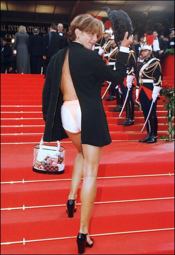 Nữ diễn viên Tây Ban Nha Victoria Abril trên thảm đỏ Liên hoan phim Cannes thứ 50 năm 1997. - Sputnik Việt Nam