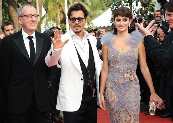 Các diễn viên Geoffrey Rush, Johnny Depp và Penélope Cruz tại Liên hoan phim Cannes lần thứ 64. Năm 2011 - Sputnik Việt Nam