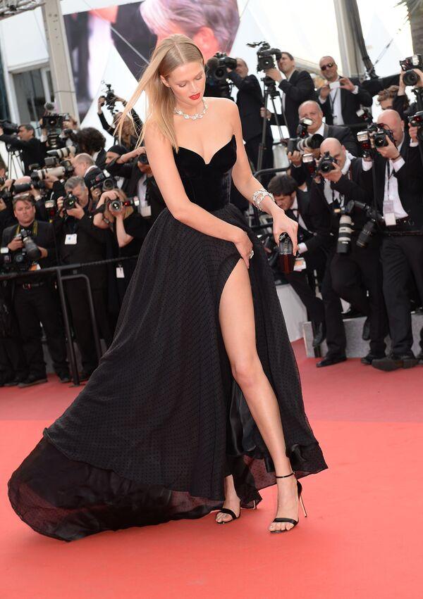 Người mẫu Đức Toni Garrn tại Liên hoan phim Cannes thứ 69. Năm 2016 - Sputnik Việt Nam