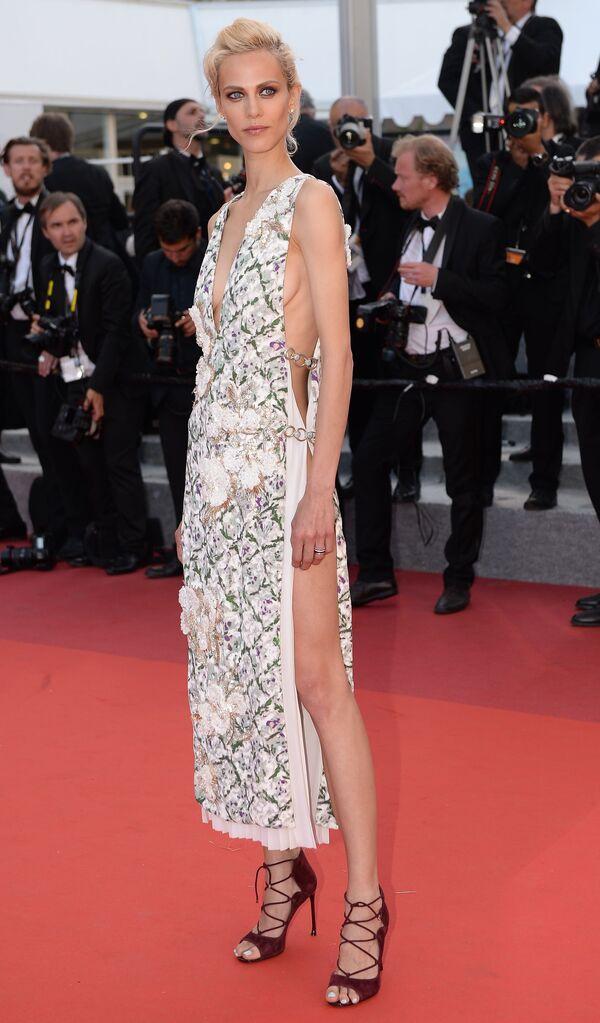 Người mẫu Pháp kiêm diễn viên Aymeline Valade tại Liên hoan phim Cannes thứ 69 năm 2016 - Sputnik Việt Nam