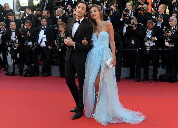 Một cặp đôi đẹp: nam diễn viên và nhà sản xuất phim người Mỹ Adrien Brody và người mẫu gốc Nga Lara Leito. - Sputnik Việt Nam