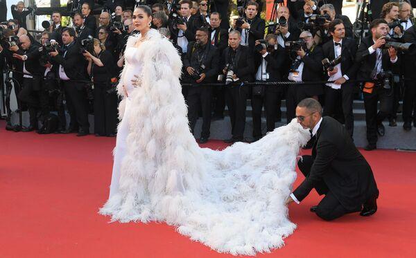 Trên thảm đỏ là nữ diễn viên người Anh Araya Alberta Hargate. - Sputnik Việt Nam