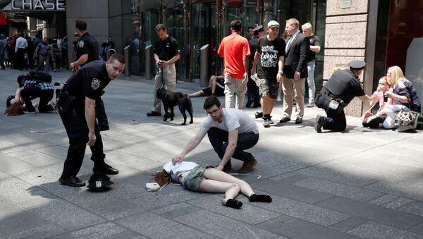New York: một chiếc xe đâm vào đám đông người đi bộ - Sputnik Việt Nam
