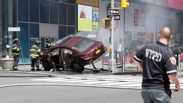 A vehicle that struck pedestrians and later crashed is seen on the sidewalk in New York City, U.S., May 18, 2017. - Sputnik Việt Nam