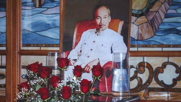 """Vladivostok kỷ niệm sinh nhật lần thứ 127 của Chủ tịch Hồ Chí Minh tại """"Versailles"""" - Sputnik Việt Nam"""