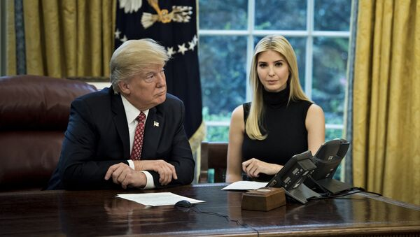 US President Donald Trump (L) and Ivanka Trump - Sputnik Việt Nam