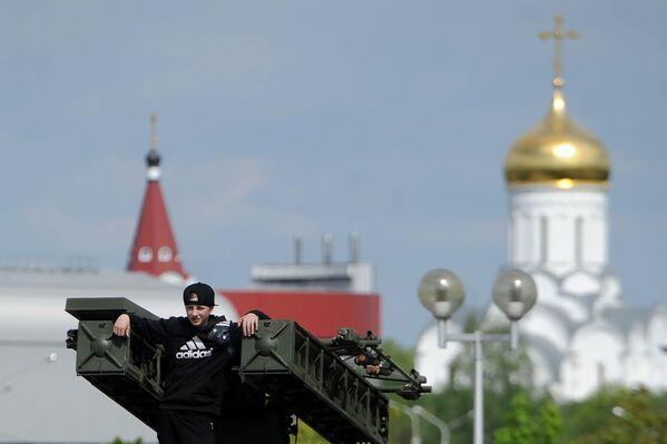 Quan tâm đến vũ khí và thiết bị quân sự là hiện tượng bình thường đối với các cậu bé ... - Sputnik Việt Nam