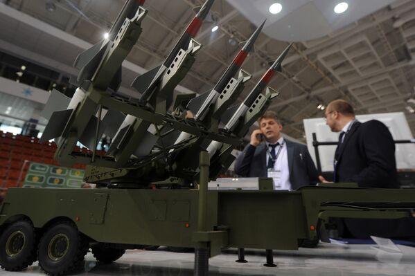 Mẫu hệ thống tên lửa phòng không tầm trung S-125-2TM Pechora-2TM của Belarus tại Triển lãm MILEX-2017. - Sputnik Việt Nam