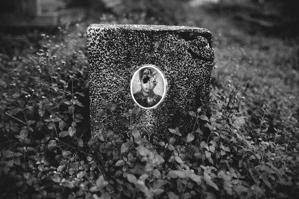 Ngôi mộ lính trong một nghĩa địa ở miền Nam Việt Nam - Sputnik Việt Nam