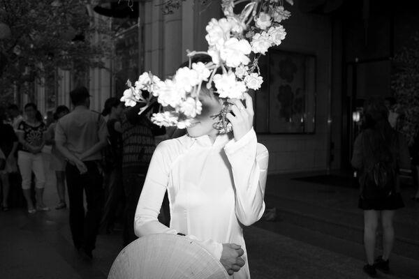 Cô gái và hoa trong dịp Tết - Sputnik Việt Nam