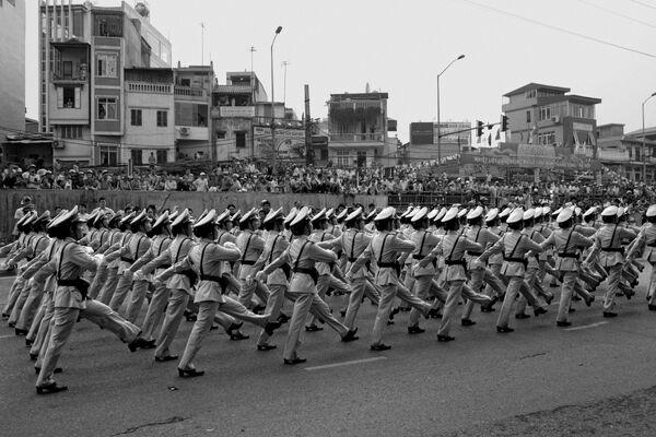 Cảnh sát quân sự  trong cuộc duyệt binh kỷ niệm 1000 năm Thăng Long-Hà Nội - Sputnik Việt Nam