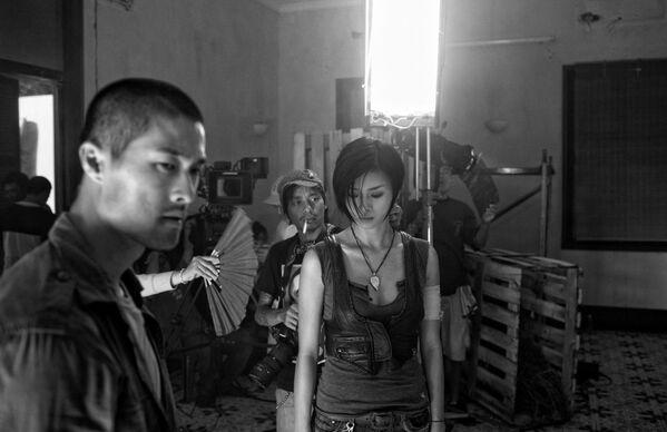 Các diễn viên Việt Nam đang chuẩn bị cho cảnh quay trong phim Clash - Sputnik Việt Nam