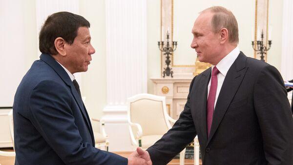 Tổng thống Rodrigo Duterte và Tổng thống Nga Vladimir Putin - Sputnik Việt Nam