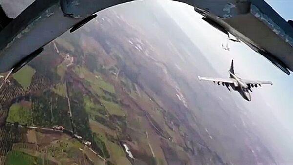 Боевая работа российских Су-25 с АвБ Хмеймим в сопровождении сирийских МиГ-29 - Sputnik Việt Nam