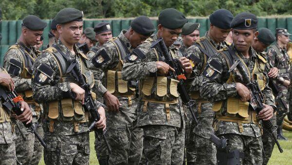 Филиппинские солдаты в военном лагере - Sputnik Việt Nam