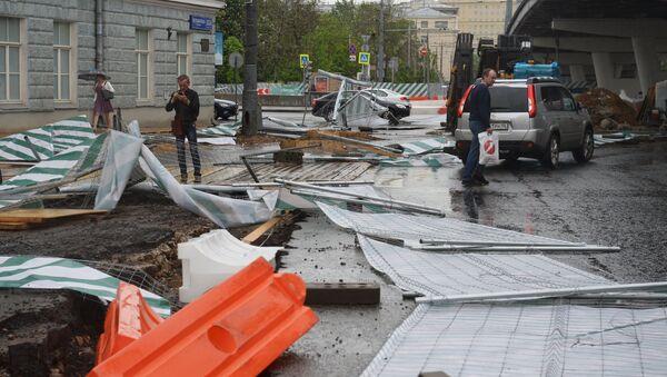 Последствия урагана в Москве - Sputnik Việt Nam