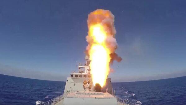 Tàu chiến Hải quân Nga phóng tên lửa hành trình vào các vị trí của IS ở Palmyra (Video) - Sputnik Việt Nam