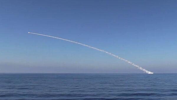 Phóng tên lửa hành trình Kalibr  từ tàu ngầm Krasnodar. - Sputnik Việt Nam